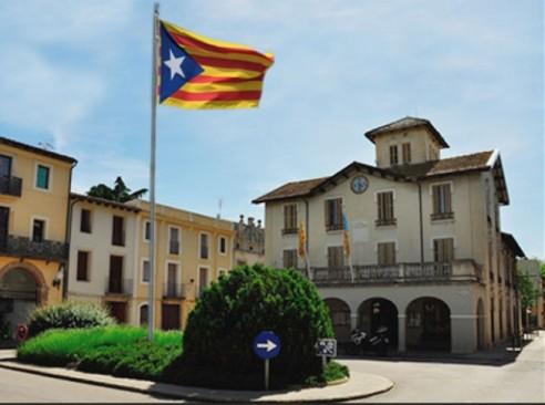 Una bandera independentista ondeando en un municipio de Cataluña.