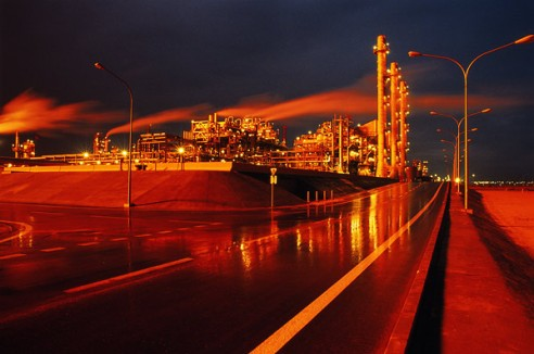 Refinería de petróleo en Kuwait. Foto: Lokantha at English Wikipedia