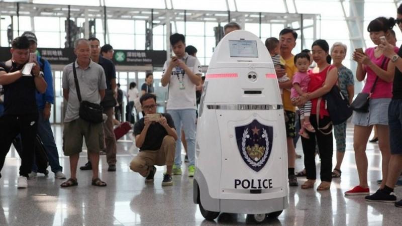robot_policya_aeropuerto_shenzhen